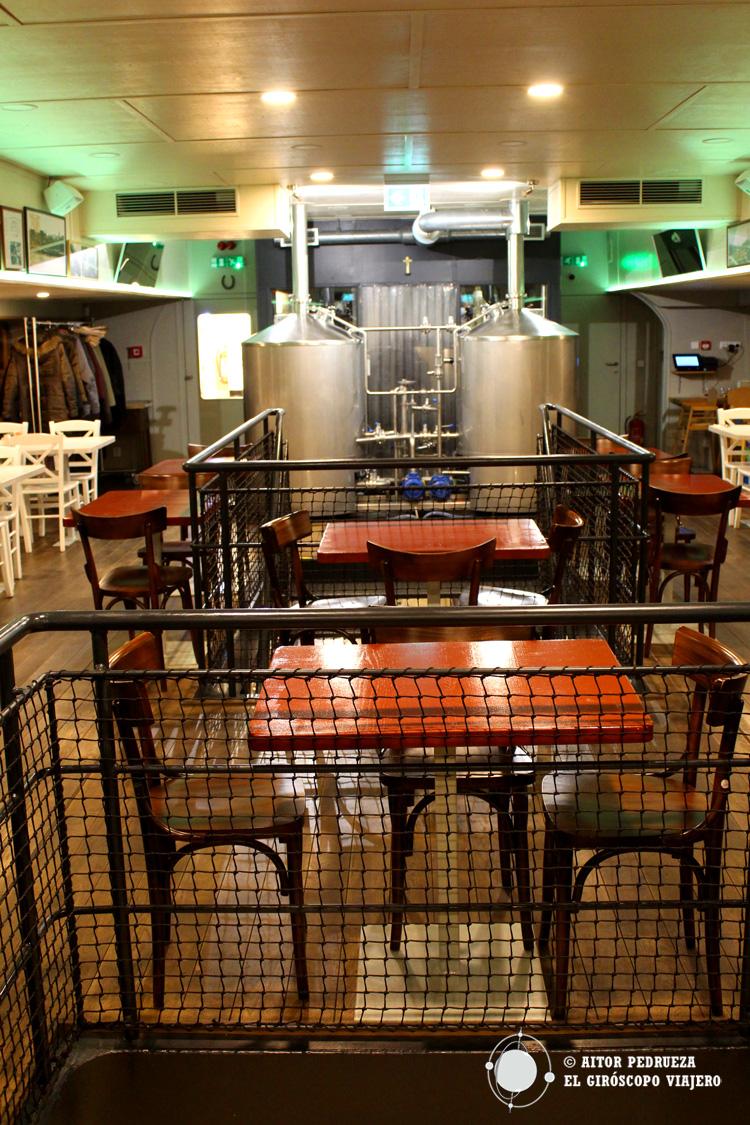 """Interior del """"barco cervecero"""""""