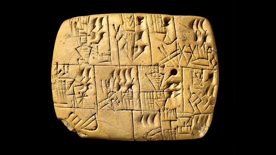 Tablillas sumerias con escritura cuneiforme mencionando la producción y consumo de la cerveza