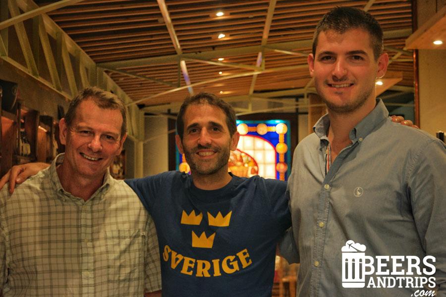 Con Christian Jardel y Alejandro en la cervecería Las Cervezas del Mercado