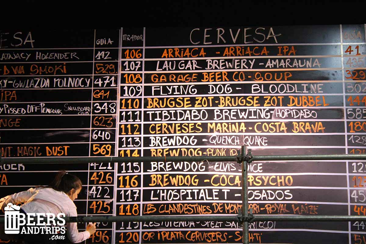 Pizarra del Barcelona Beer Festival con las cervezas artesanas